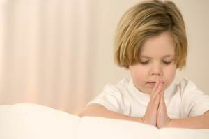 praying little boy